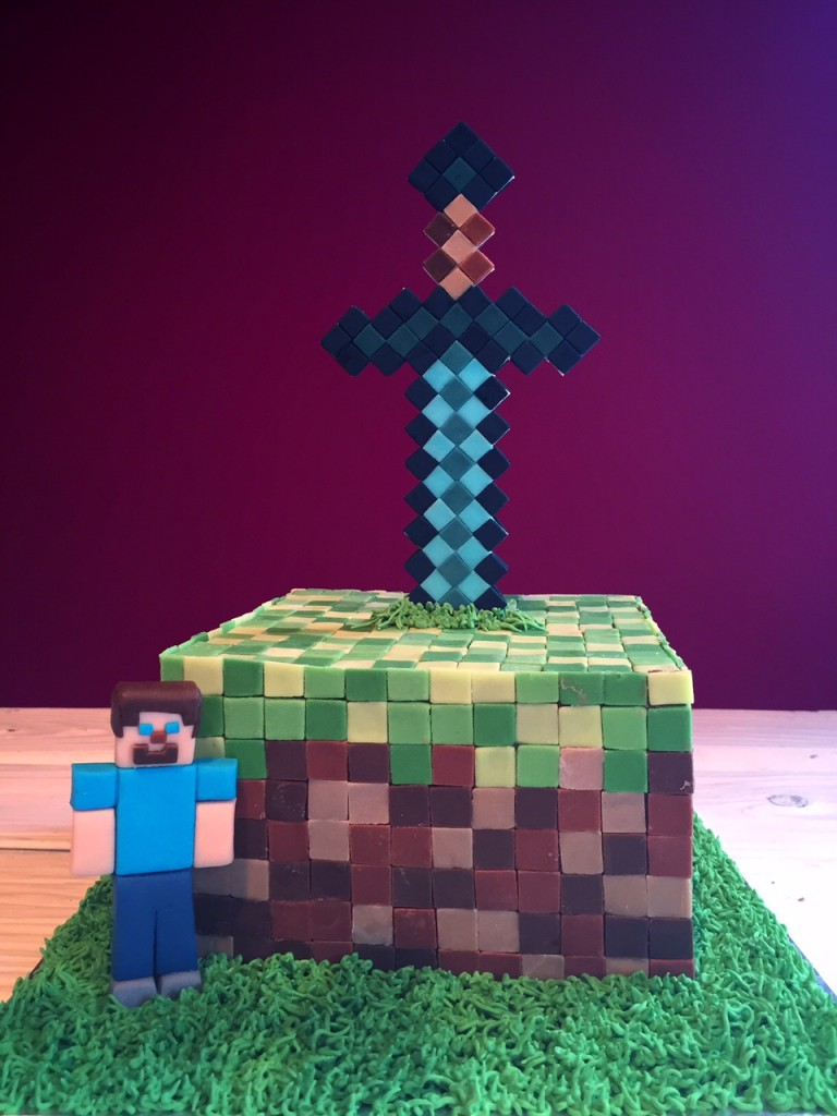 Fredke And Friends Minecraft In Form Einer Torte
